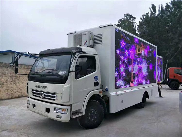 Dongfeng DFAC 4x2 led advertise truck