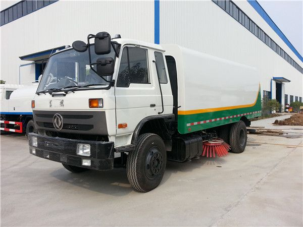 Dongfeng 145 road sweeper truck
